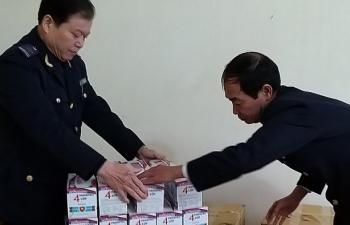 Hải quan Cao Bằng bàn giao 10.000 khẩu trang cho cơ quan Y tế