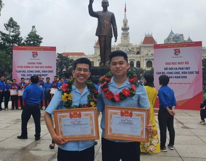 """Hai công chức Hải quan TPHCM nhận giải thưởng """"Công chức trẻ, giỏi, thân thiện"""""""