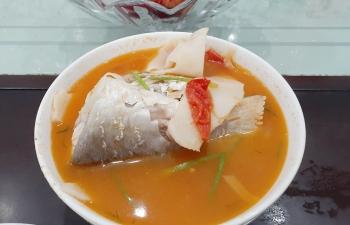 Cá nhụ nấu chua măng