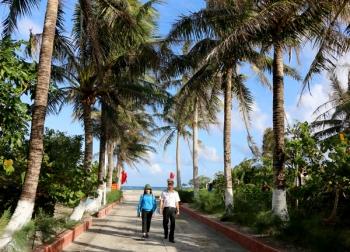 Đảo dừa giữa Biển Đông
