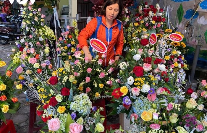 Thị trường hoa tươi ngày 20/10 trầm lắng, nhiều phụ nữ từ chối nhận hoa, quà