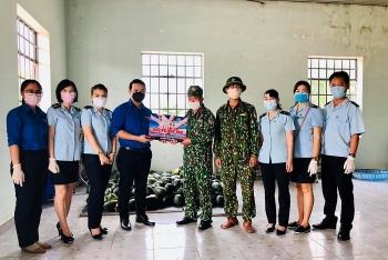 Thanh niên Hải quan Đà Nẵng chung tay trao tặng 1 tấn dưa hấu cho các khu cách ly