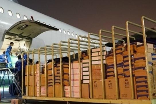 Hàng không chuyển miễn phí hàng cứu trợ đến miền Trung