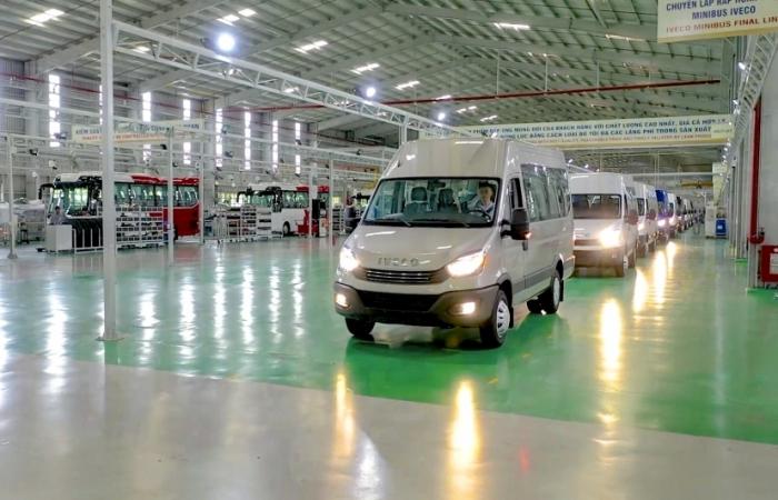 """THACO giới thiệu """"Dây chuyền sản xuất và sản phẩm Mini Bus IVECO DAILY"""""""